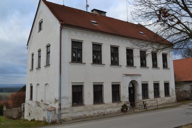 Základní škola v Radeníně